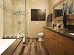 Дървен под в банята - креативни идеи