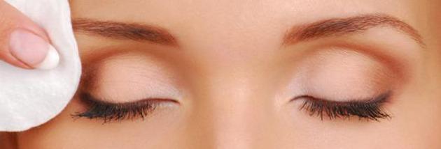 Мицеларна вода е подходяща за почистване на чувствителните зони около очите